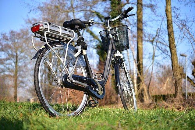 Is rijden op een gewone fiets gezonder dan op een e-bike?