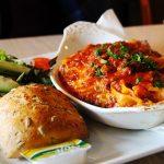 Vegetarische lasagne met filodeeg, paddenstoelen en groene kool
