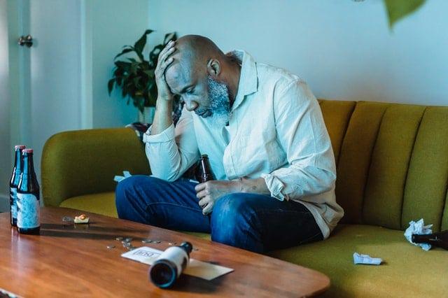 Coronamaatregelen en angst voor Corona hebben geleid tot hogere alcoholverslaving